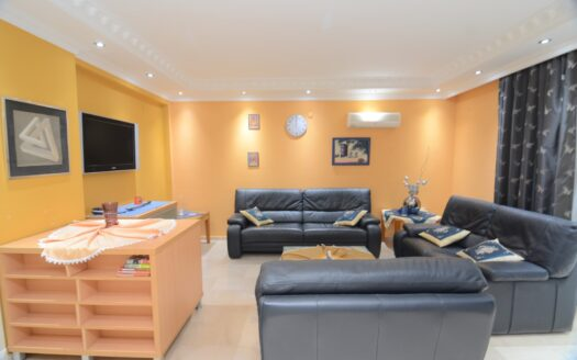 Furnished apartment close to the sea